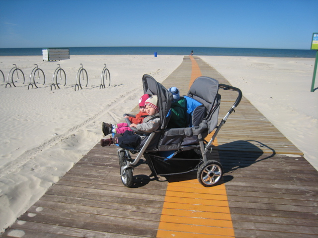 Viererbuggy am Strand