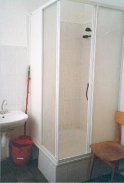 Die neue Duschen in der Sonder-Internat-Schule.