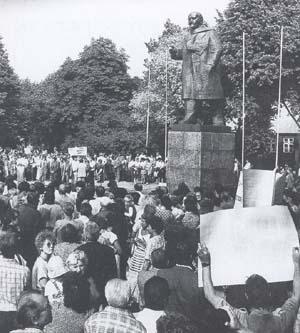 Die Leninstatue auf dem Rosenplatz von Libau.